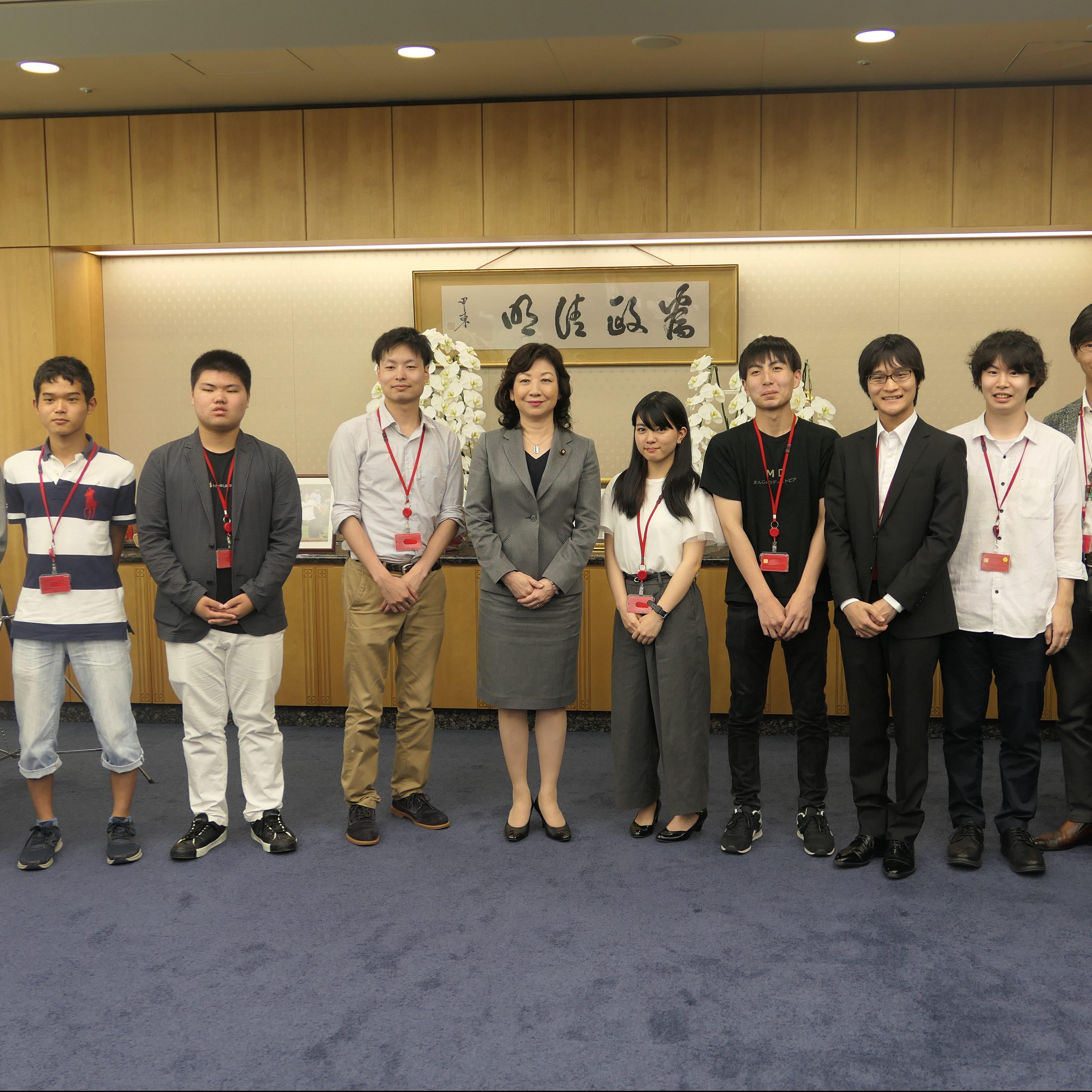 情報工学科の学生が総務大臣を表敬訪問