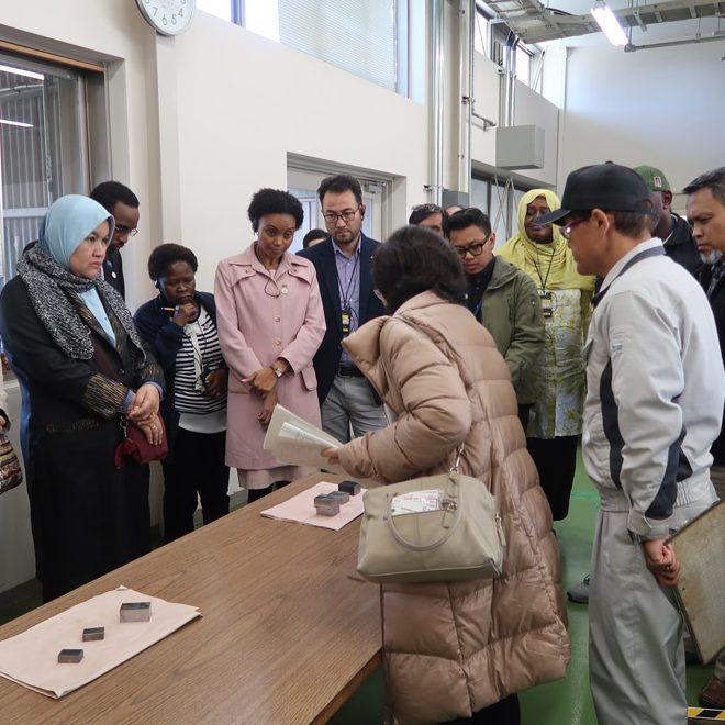 海外職業訓練協会(JICA研修事業委託団体)の研修の一環で開発途上国の省庁関係者が豊田高専を訪問