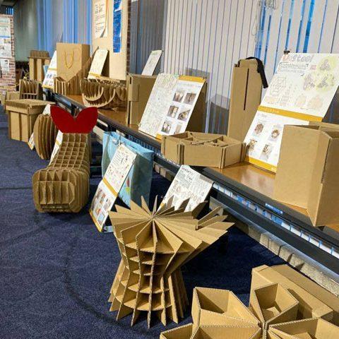 「いつどこスツール」展を豊田市青少年センターにて開催